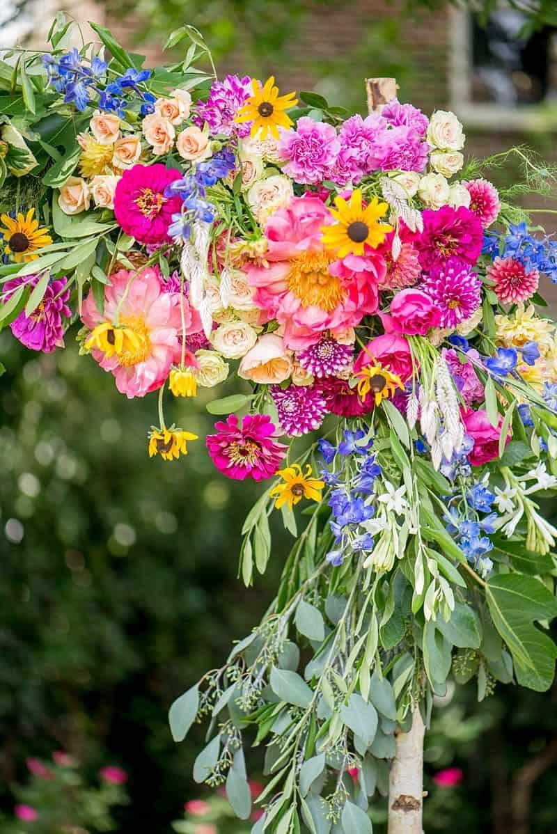 STYLISH FLORAL & FOLIAGE MERRIMON WYNNE HOUSE WEDDING (10)