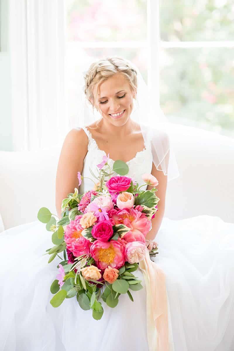 STYLISH FLORAL & FOLIAGE MERRIMON WYNNE HOUSE WEDDING (7)