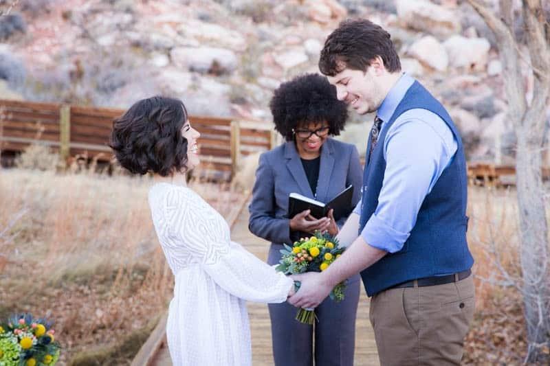 INTIMATE-DESERT-WEDDING-AT-RED-ROCK-CANYON-LAS-VEGAS (11)