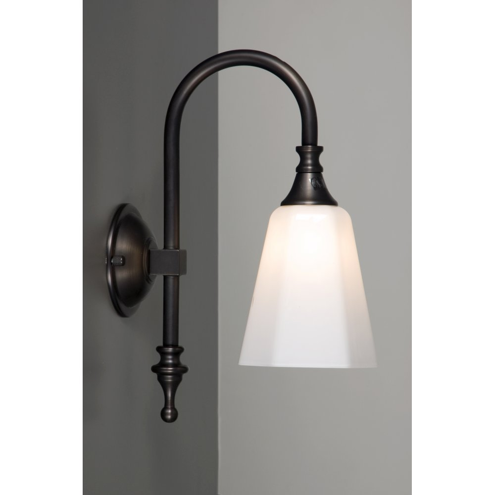 Bathroom Wall Light Aged Brass for Traditional BathroomsIP44