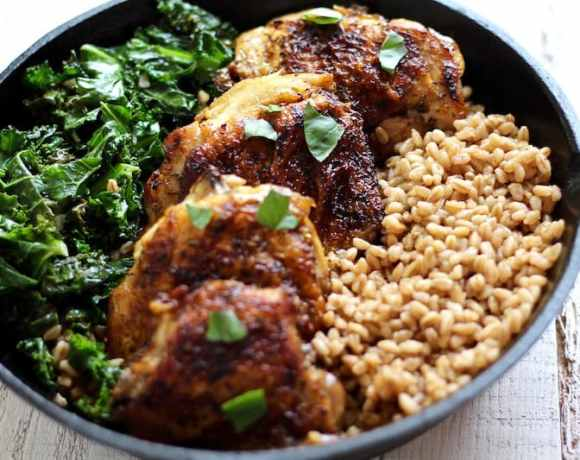CRISPY CHICKEN & KALE FARRO SALAD RECIPE