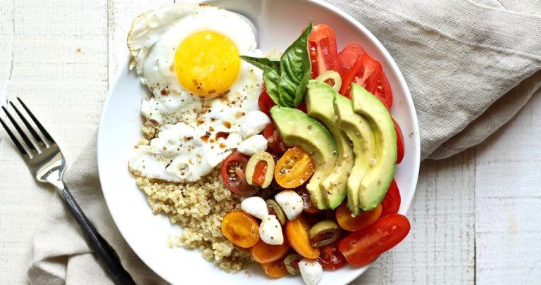 EASY QUINOA BREAKFAST BOWL
