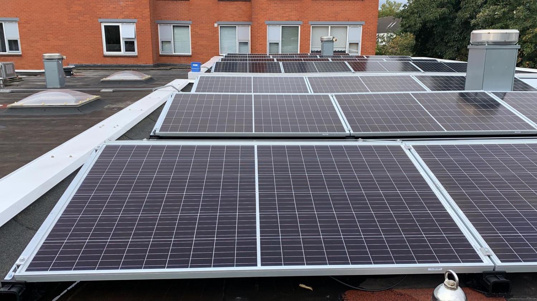 BS050-Zonnepanelen-zakelijk-Diemen-ingezoomd-zonnepanelen