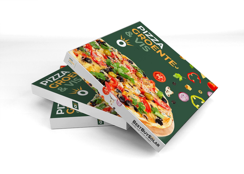 met vis en groente belegde pizza