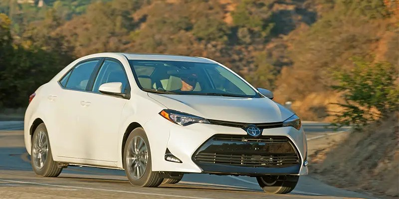 Checking out the 2017 Toyota Corolla SE