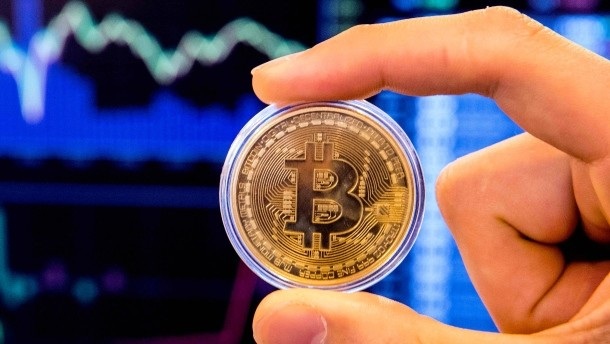 Bitcoin slips below $ 10,000