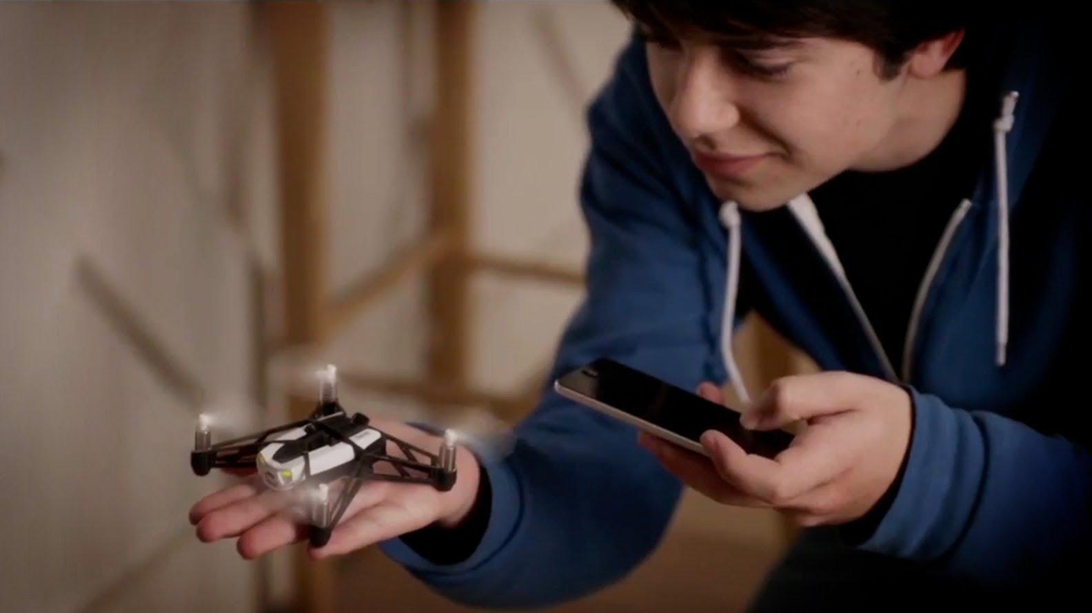Mini Drone Parrot Rolling Spider: prezzo e recensione