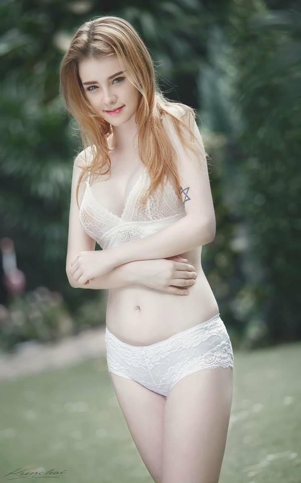 Jessie Vard Sexy Outdoor Picture and Photo