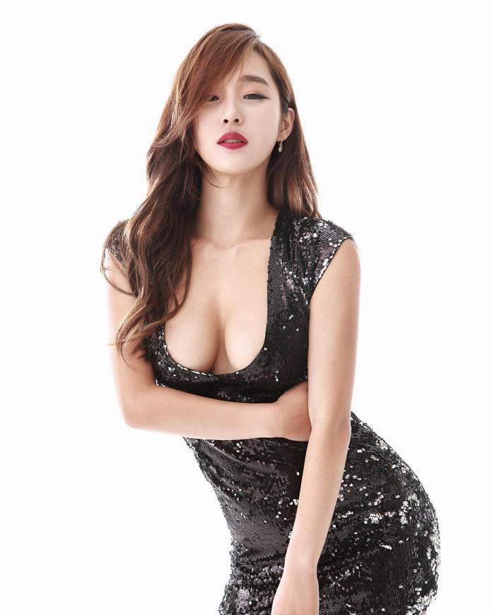 Lee Ji Na Sexy Bikini Ig Picture and Photo