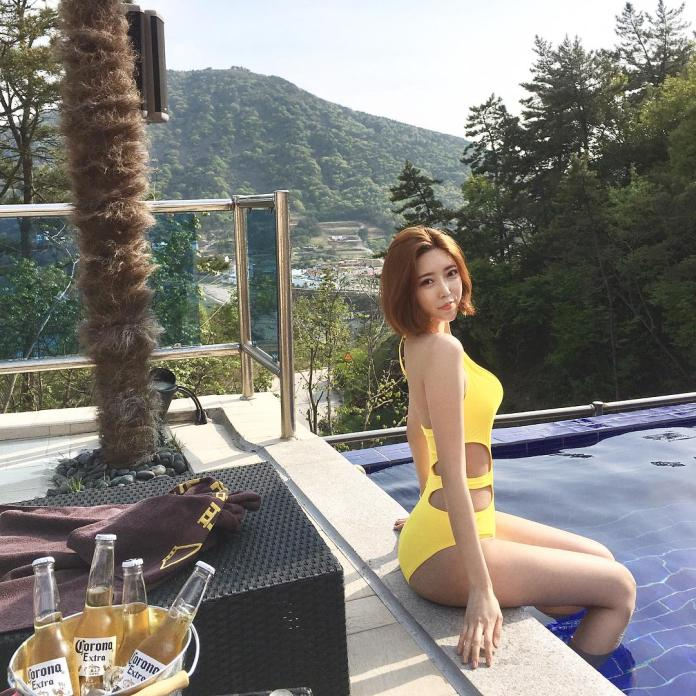 Choi Somi Swimming Pool Bikini Picture and Photo