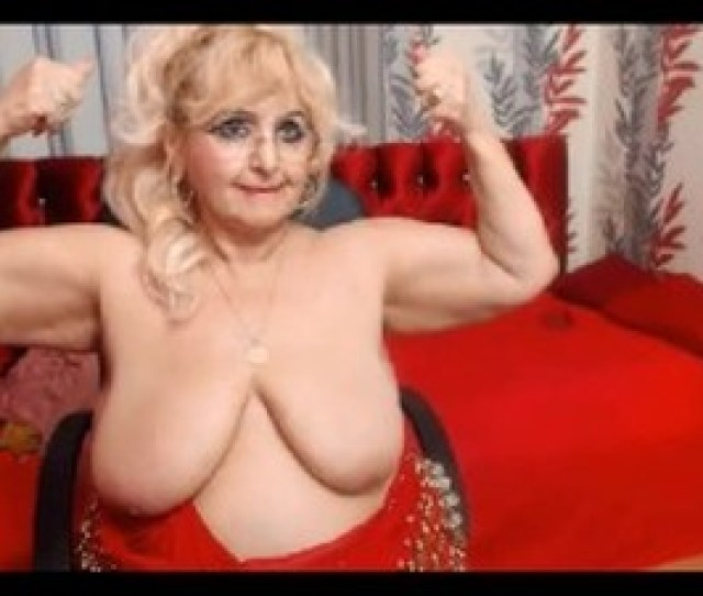 Granny Bbw Flexes Her Big Biceps On Cam