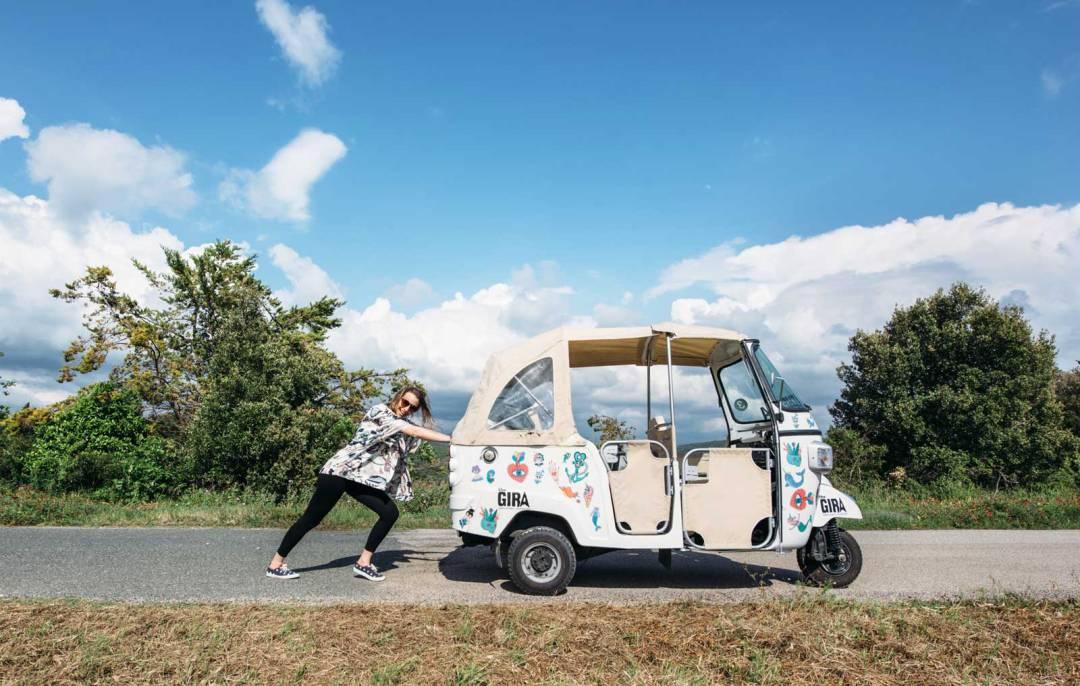 the gira ape tuktuk