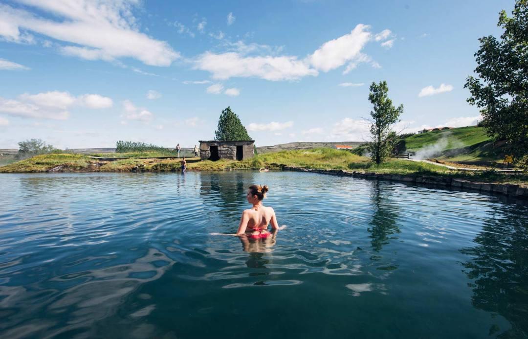 Secret Lagoon source chaude moins connue Islande