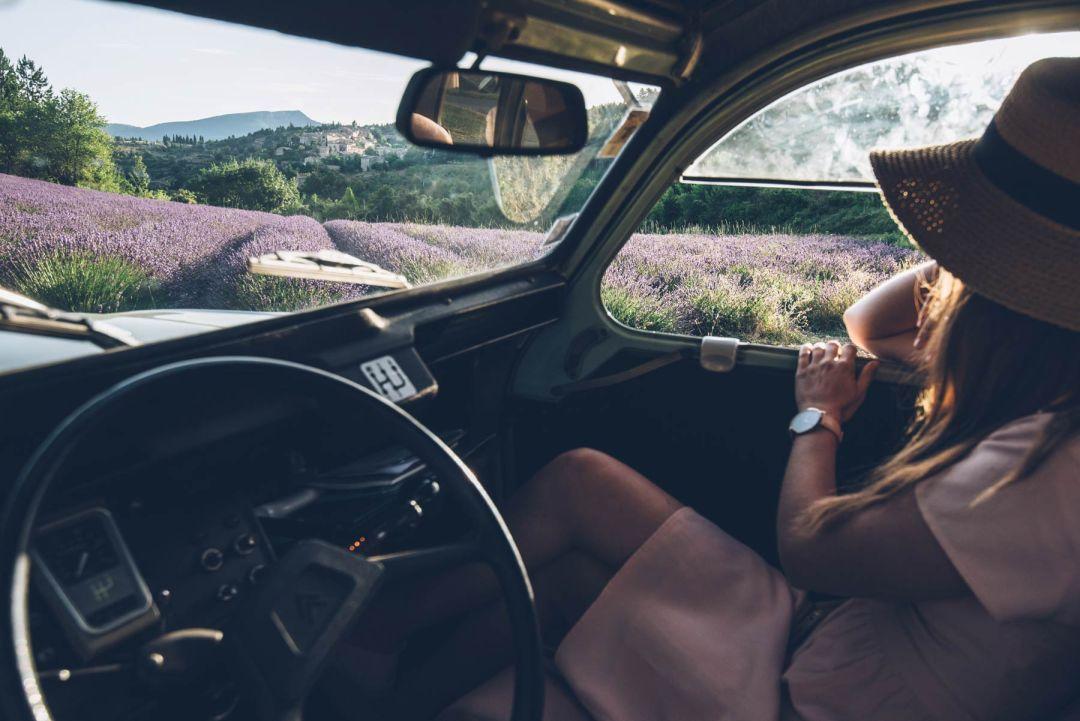 Louer une 2CV en Provence, un vrai plaisir!