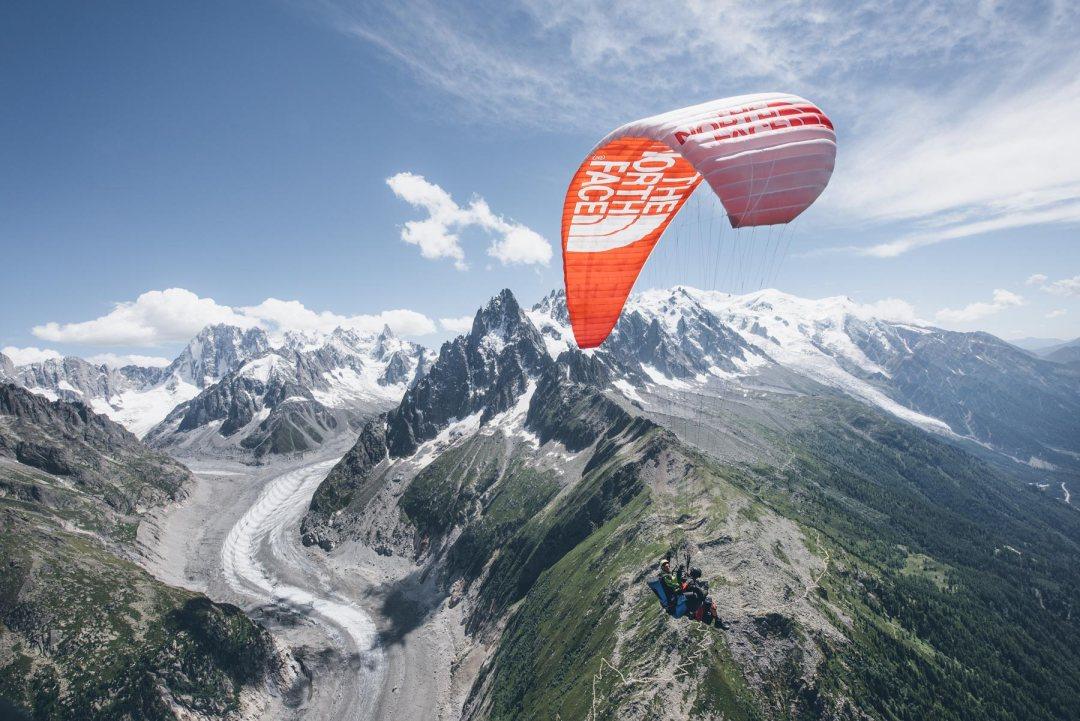 Parapente au dessus de la Mer de Glace, Chamonix Mont-Blanc