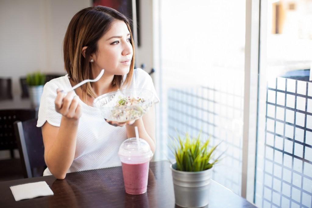 5 simple tips for busy people who eat alone
