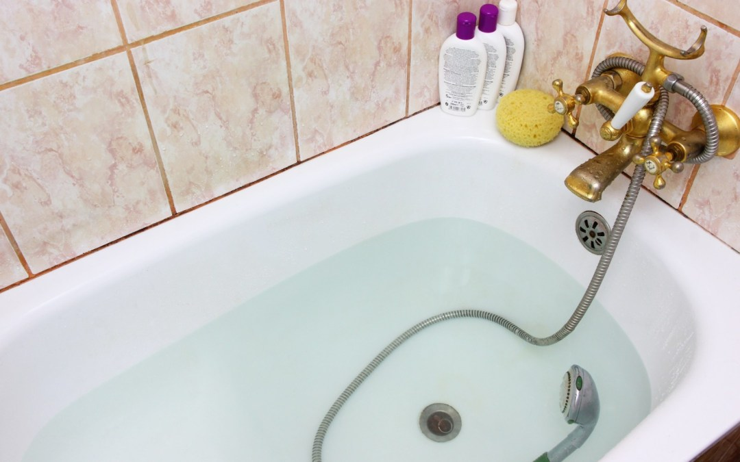How to Clean an Old Dirty Bathtub