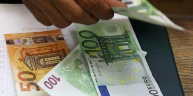 Επίδομα έως 534 ευρώ τον Μάιο σε ελεύθερους επαγγελματίες και επιχειρήσεις
