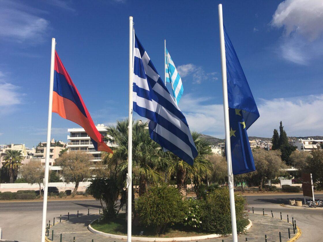 Η σημαία της Αρμενίας κυματίζει στο Δημαρχείο Βάρης Βούλας Βουλιαγμένης