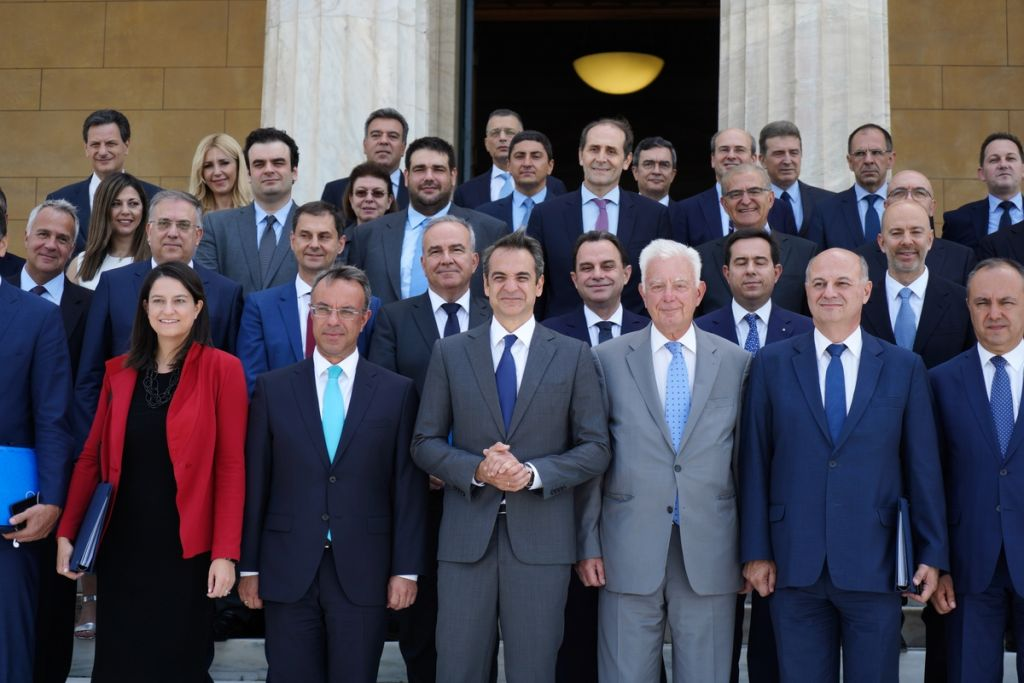 Ανασχηματισμός 2021: Τα νέα πρόσωπα, ποιοι έφυγαν, ποιοι έμειναν στην κυβέρνηση