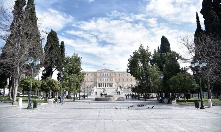https://www.protothema.gr/greece/article/1098372/koronoios-xepernoun-idi-ta-1200-ta-krousmata-tou-teleutaiou-24orou/