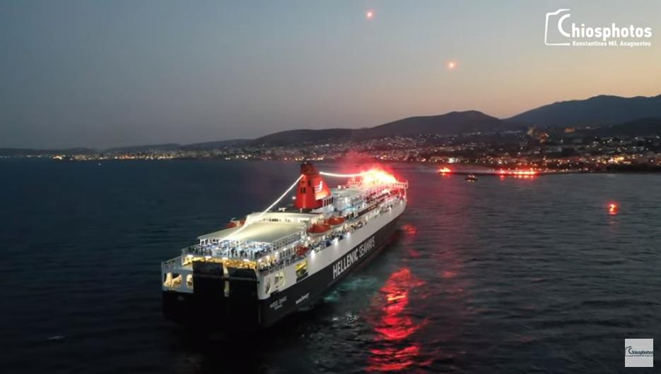 Ο καπετάνιος Γιώργος Αρβανίτης αποδίδει τιμές στην Αγία Παρασκευή της Χίου με το Νήσος Σάμος