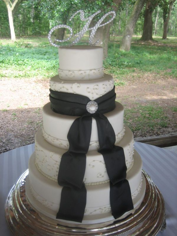 Wedding Cake With Bow Sweet Sense Of