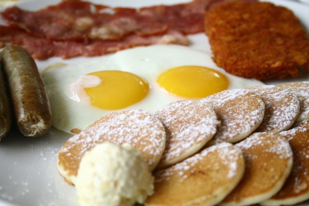 breakfast-1318120-639x426