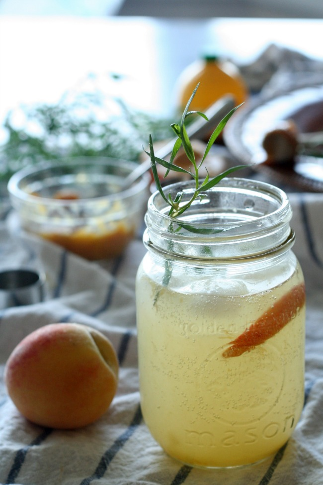 Roasted Peach and Rosemary Fizz Drink #mocktail #peaches #fresh