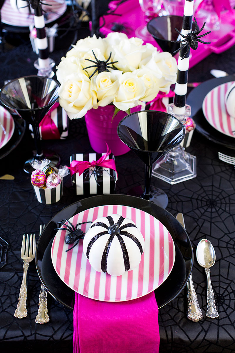 pink-o-ween-tablescape-october-halloween-00