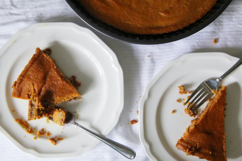 pumpkin-tart-made-with-gluten-free-graham-crackers