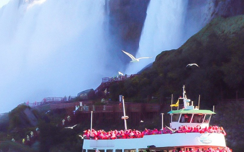 9 Reasons Autumn Is the Perfect Time to Visit Niagara Falls