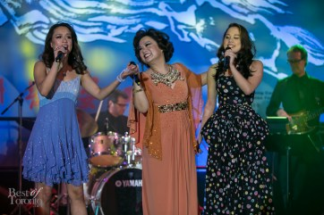 Teresa Carpio and her daughters