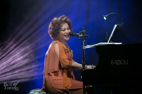 Teresa Carpio playing piano