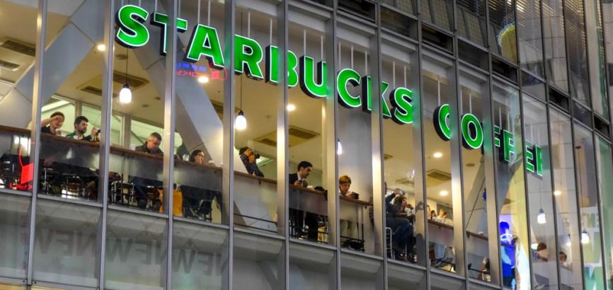 Le fameux Starbucks du Shibuya Crossing