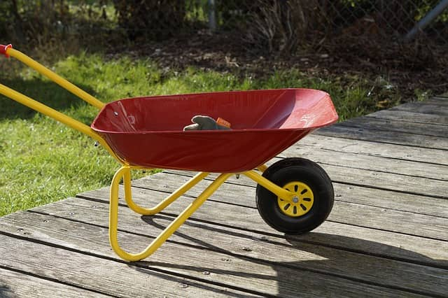 Best wheelbarrow to buy 2021: an advance guideline