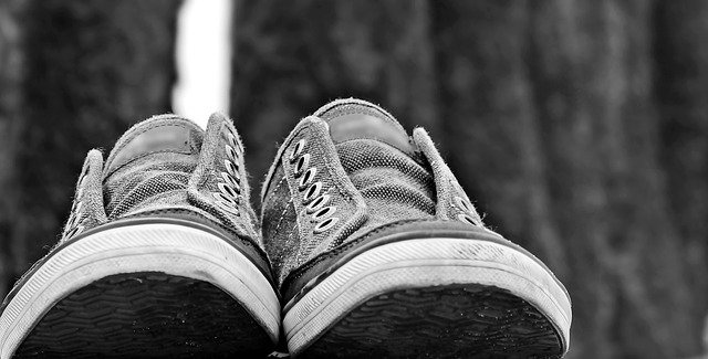 How to Properly Clean Smelly Shoes