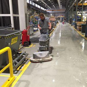 Specialistisch reinigen betonvloer Den Bosch