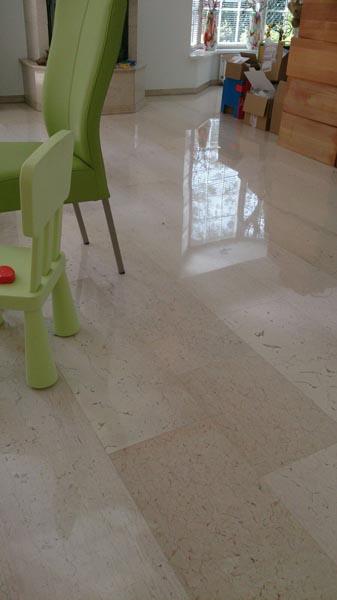 Made polijsten marmeren vloer woonhuis