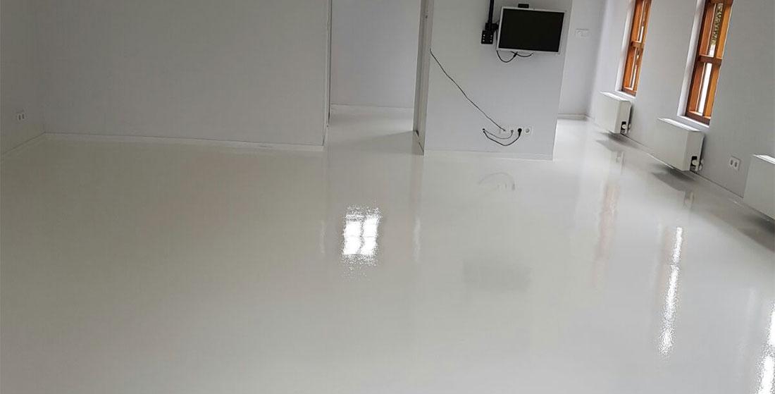 Moderne pu gietvloer met een prachtige witte kleur best
