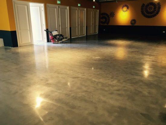 Nieuwe betonvloer Walibi