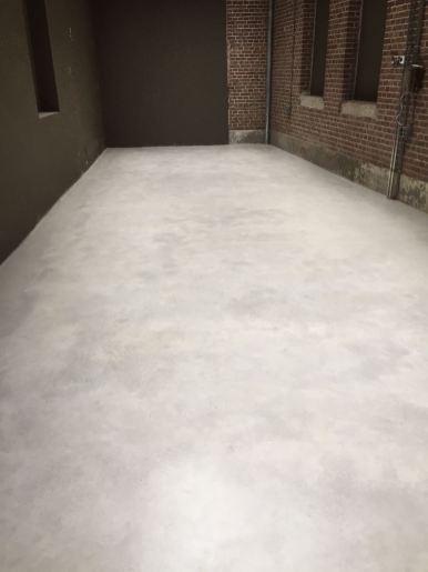 nat schuren betonvloer