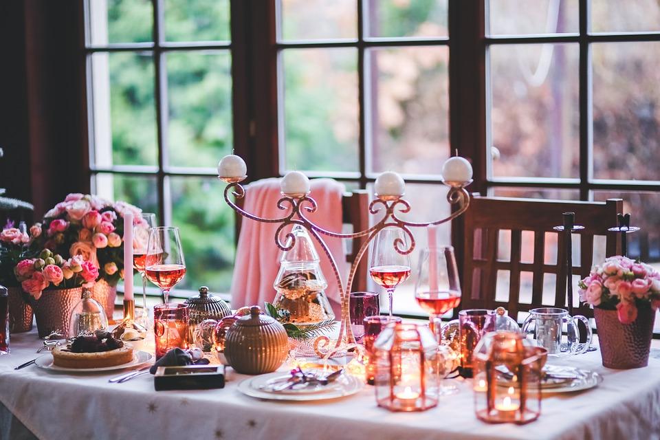 Come apparecchiare la tavola a Natale - Immagine di copertina