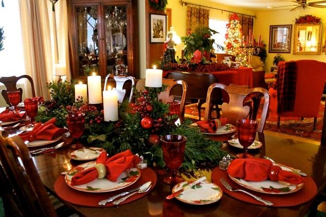 Apparecchiare la tavola a Natale in stile classico, puntando sul rosso