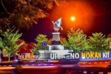 "Taman Patung Kasih 'Uis Neno Nokan Kit"""
