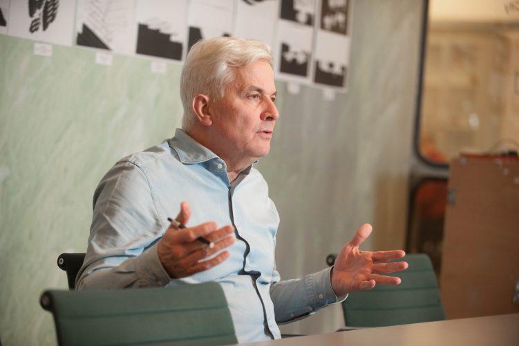 Thomas Rau  is een Duitse architect en innovator die werkt en woont in Amsterdam. Hij is de oprichter van architectenbureau RAU en het bedrijf Turntoo en vooral bekend om zijn duurzame en circulaire gebouwen