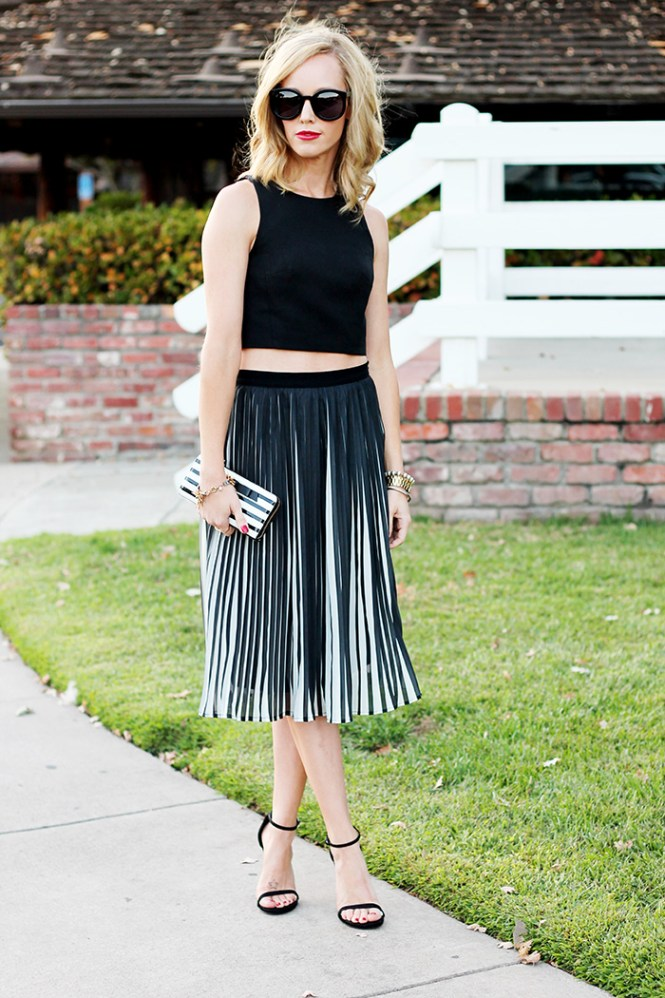 mom style blog, bethann wagner, crop top for fall, pleated skirts