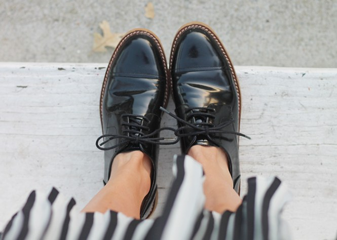 LEATHER BROGUE, Zara brogues, brogues for women, stripe skirt, skirts with flats, midi skirt with flats, latest shoe trend for women