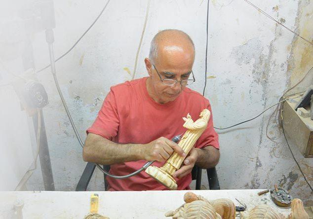 Olive Wood Artist
