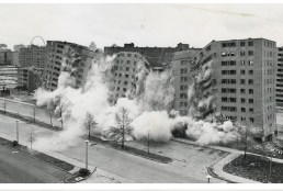 The destruction of Minoru Yamasaki's modernist Pruitt-Igoe housing complex in St. Louis (1972)